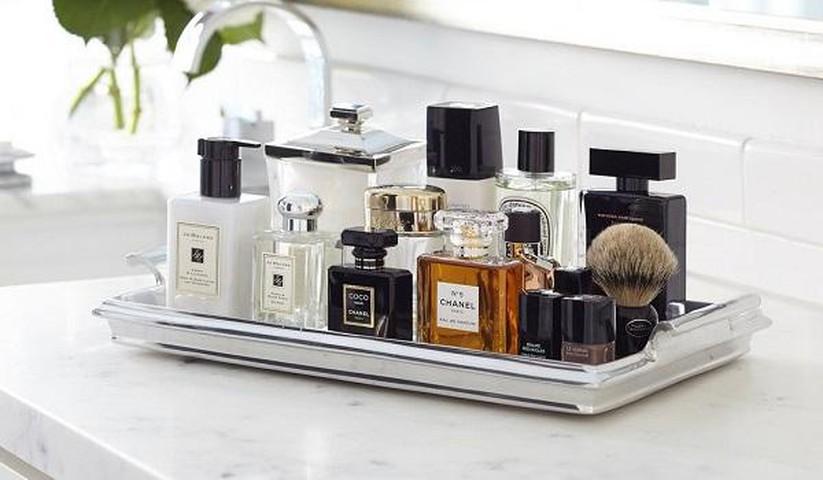 Giữ nước hoa tránh xa ánh nắng mặt trời để giữ mùi hương thơm lâu.