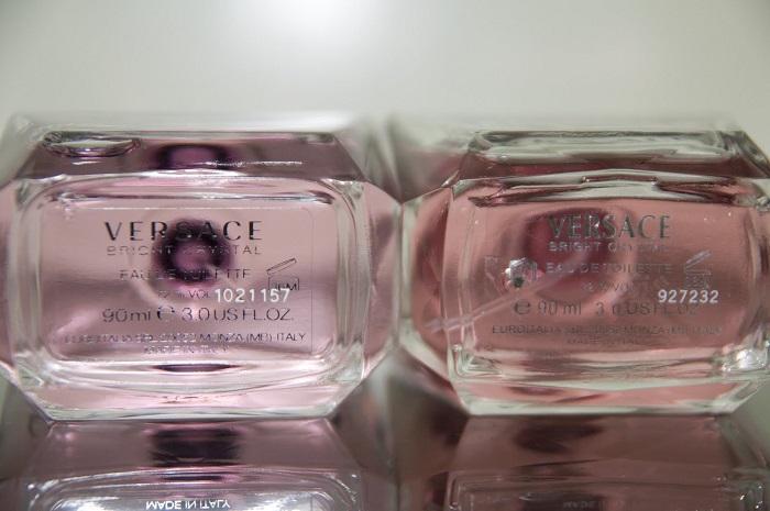 Cách kiểm tra nước hoa Versace chính hãng thông qua chai đựng.