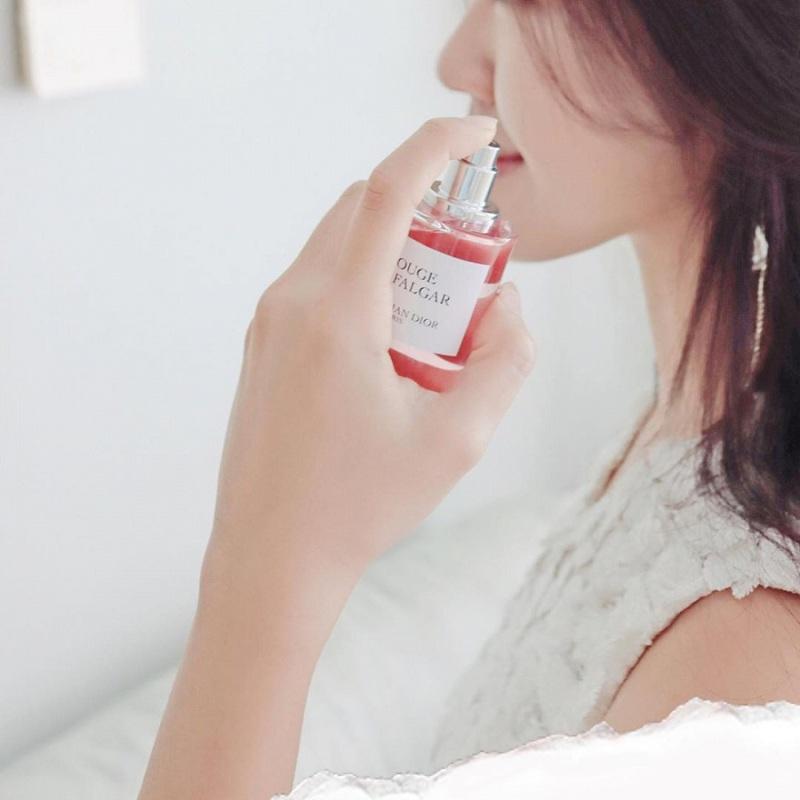 Xác định vị trí xịt nước hoa sẽ giúp giữ mùi lâu trên cơ thể.