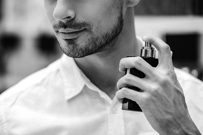 Cách sử dụng nước hoa nam để giữ mùi thơm lâu trên cơ thể.
