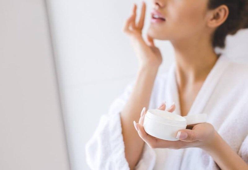 Kem dưỡng da đúng cách giúp dưỡng ẩm, ngừa lão hóa và dưỡng trắng da.