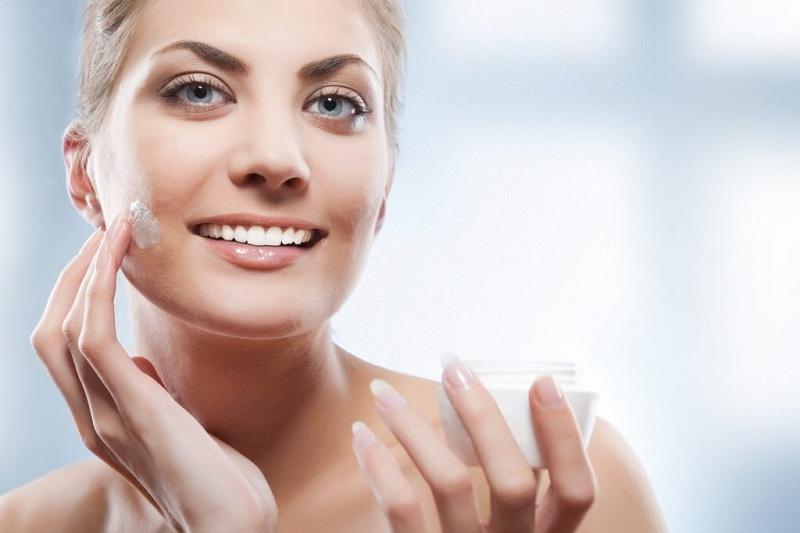 Sử dụng kem dưỡng da đúng cách, sẽ giúp làn da trắng sáng, tì vết.