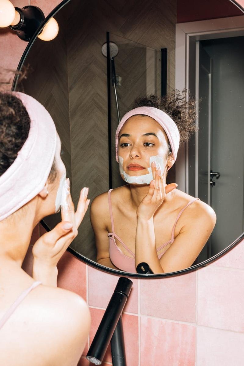 Có nên rửa mặt nhiều lần trong ngày không?. Ảnh: Pexels