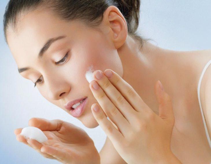 Tại sao nên sử dụng kem dưỡng da ban ngày
