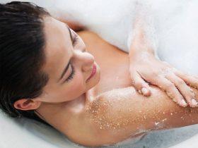Để da đẹp: Cách tẩy tế bào chết cho body đơn giản, rẻ mà hiệu quả ngay